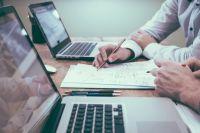 ¿Qué es y cómo trabaja un asesor financiero?