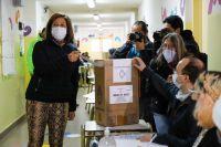Arabela Carreras votó en Bariloche pero esperará los resultados en Viedma