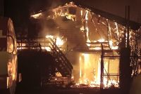 Voraz incendio afectó a dos viviendas al ingreso del barrio Cooperativa 258